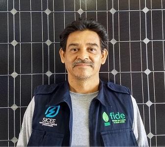 Instalador de paneles solares del equipo SICEE